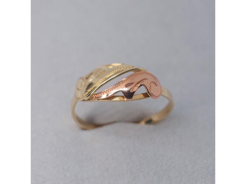 Zdobený dvoubarevný prsten, vel. 62
