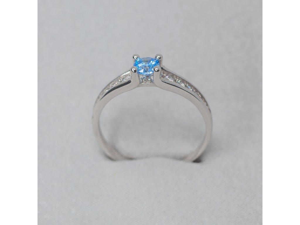 Prsten se syntetickým spinelem, vel. 53