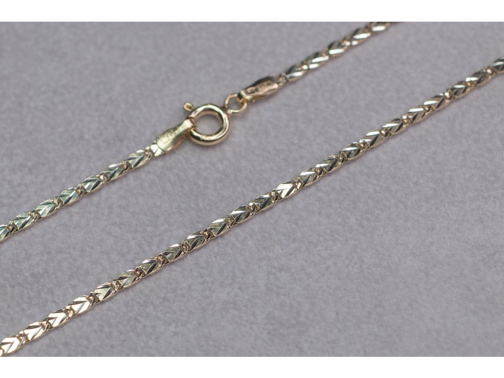 Zdobený zlatý řetěz, délka 45 cm
