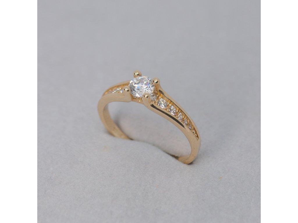 Zlatý prsten se zirkony, vel. 50
