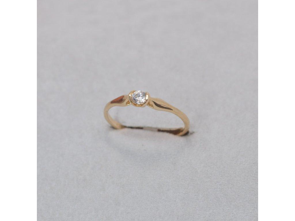 Zlatý prsten se zirkonem, vel. 50