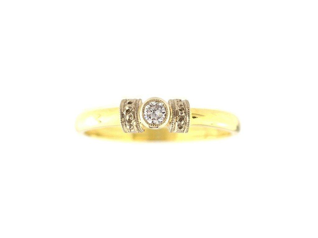 Zlatý prsten jemně zdobený