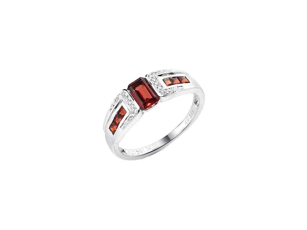 Granátový prsten