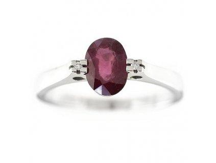 Rubínový prsten z bílého zlata ozdobený brilianty