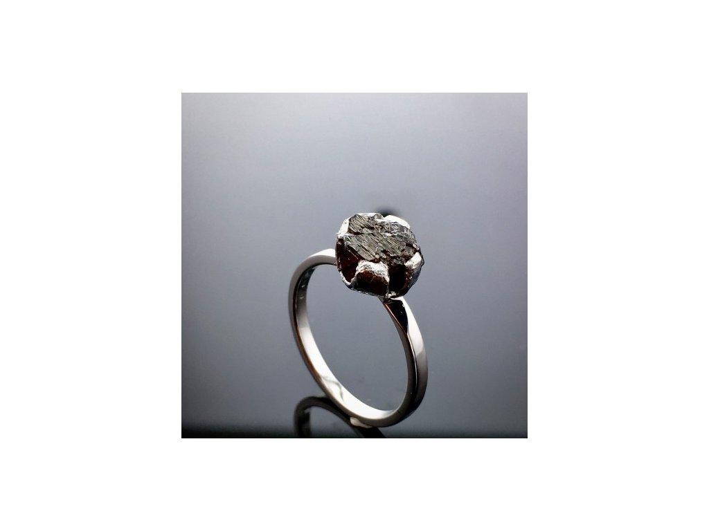 Prsten s RAW Diamantem z bílého zlata RAW8