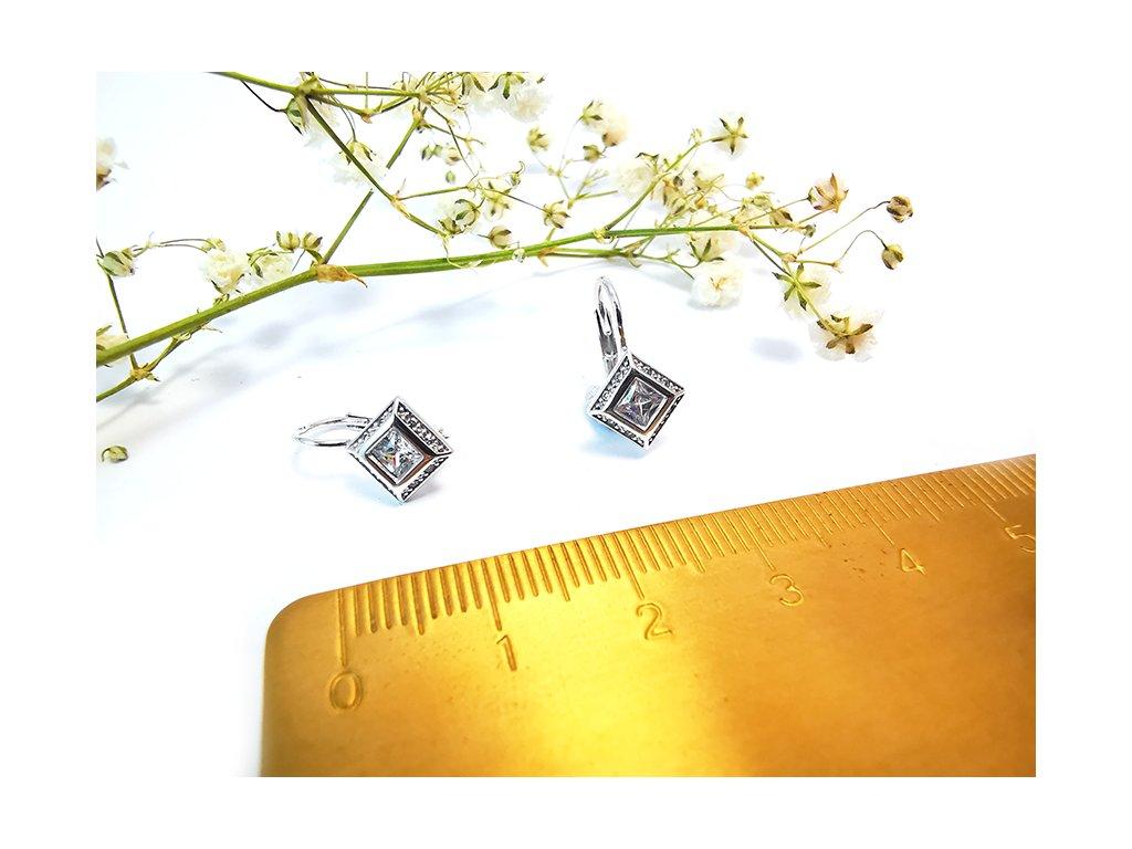 Dievčenské  náušnice  z bieleho zlata  + servis a krabička, darček