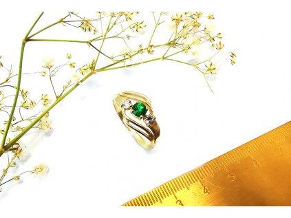 Dámsky prsteň P49 s kombinovanými bielymi a zeleným zirkónmi  + servis a krabička, darček