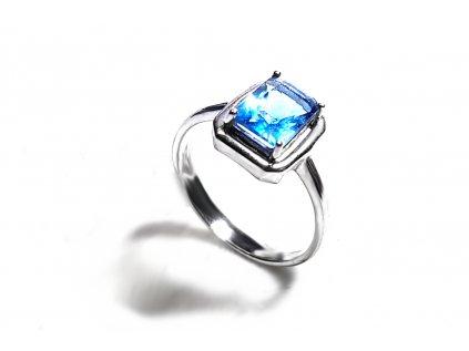 Strieborný prsteň so zirkónom v nádhernej modrej farbe  +servis + krabička