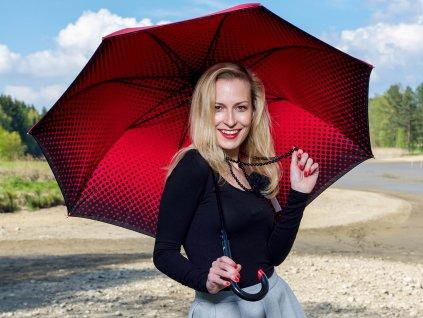 Cachemir Double Cover luxusní dámský deštník s dvojitým potahem červený s modelkou