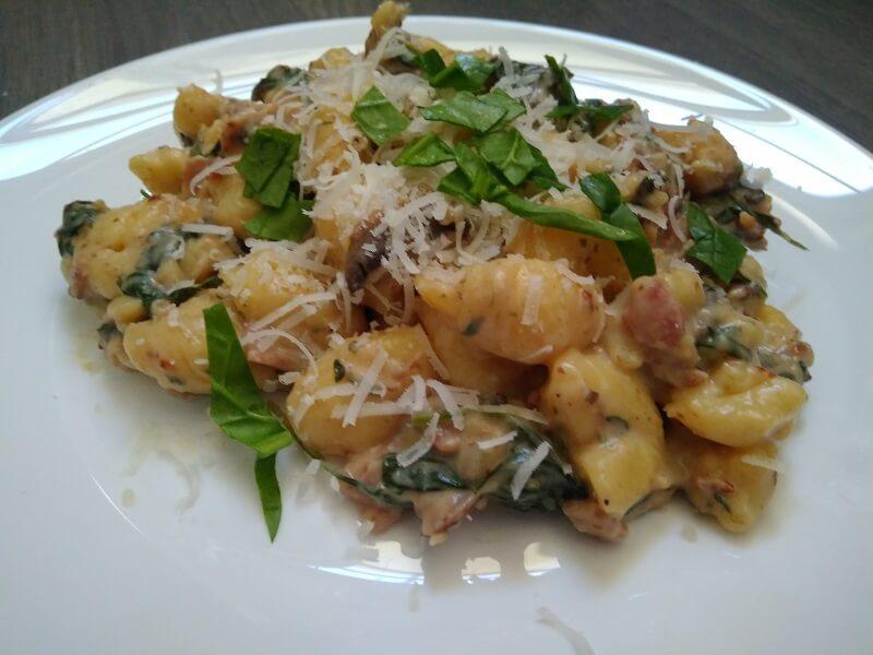 Smetanové gnocchi s houbami a špenátem