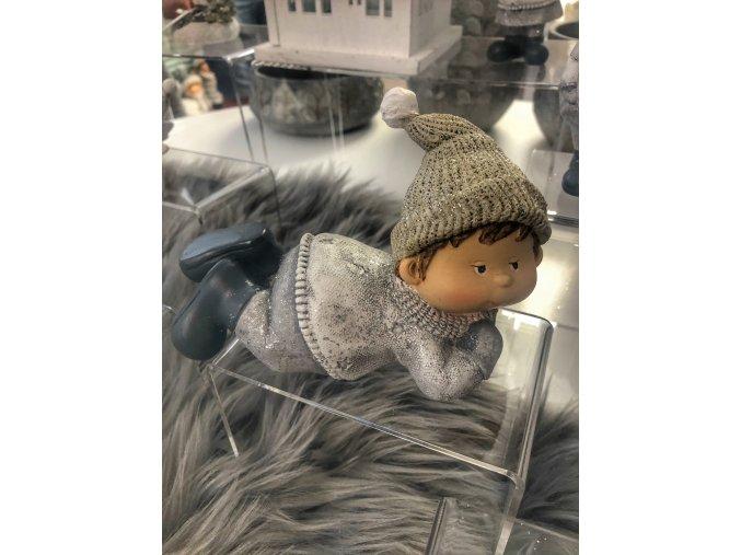 vánoční figurka chlapec ležící