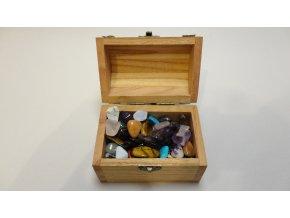 Šperkovnice - dřevěná truhla plná drahých kamenů
