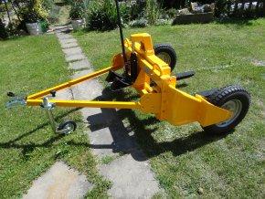 Paletový - vysokozdvižný terénní vozík za osobní auto.