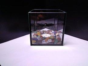 Ozdobná skleněná nádoba s tromlovanými kameny na svíčku - Kostka