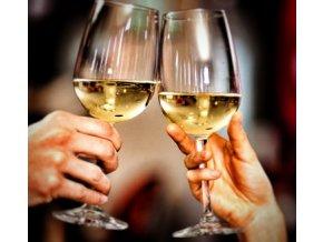 2356667 img sklenicka sklenice vino vinna sklenice sklenice na vino bile vino pripitek rande muz zena v1 01