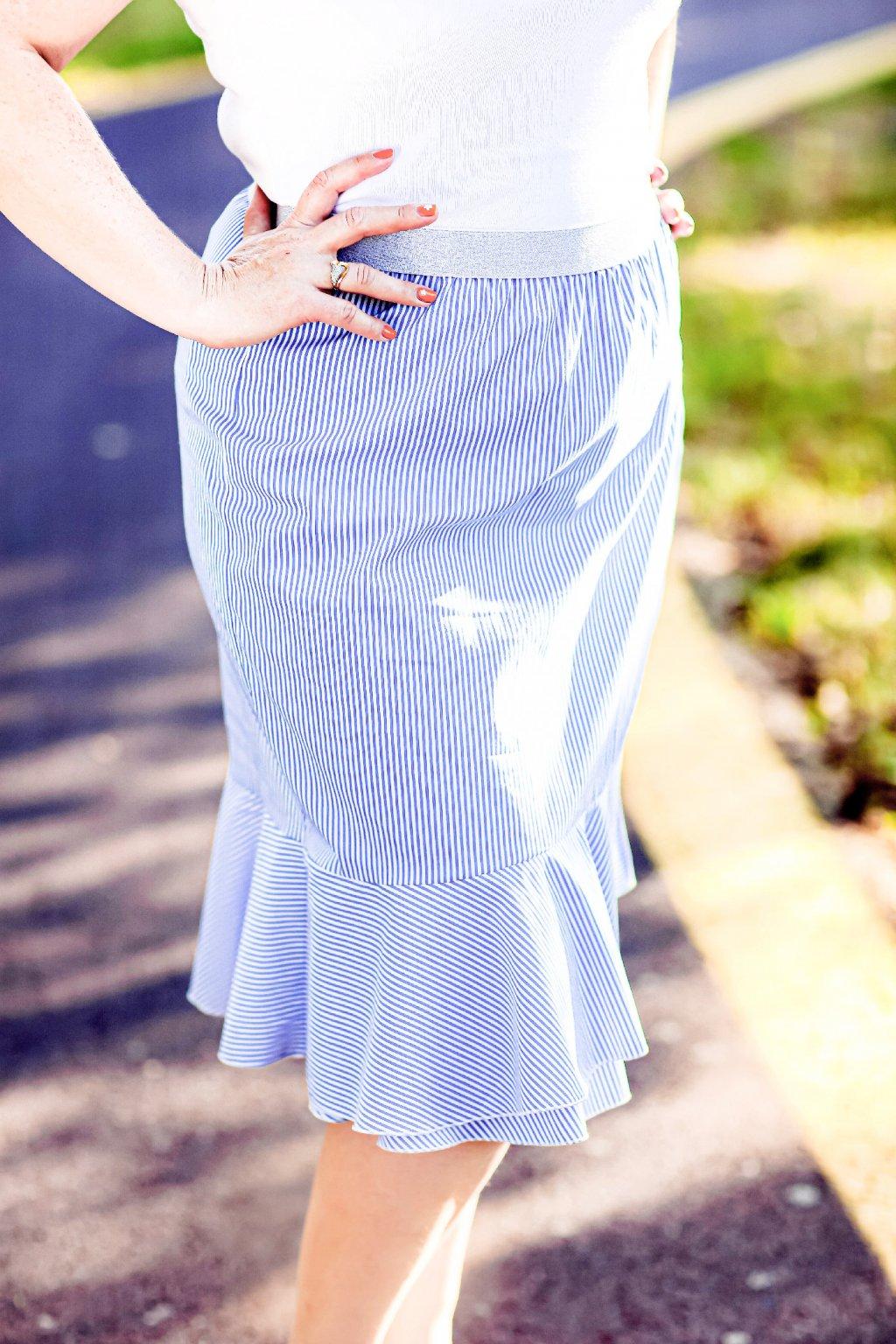 Světle modrá sukně Anna ZURI s jemným proužkem 3