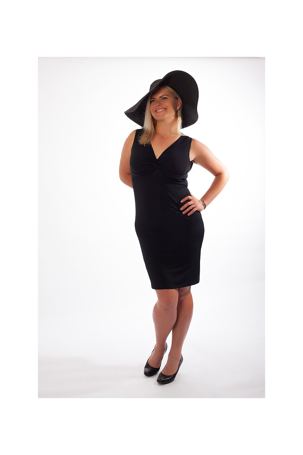 Klasické šaty Alexa ZURI s hlubokým výstřihem bez rukávů černé 5