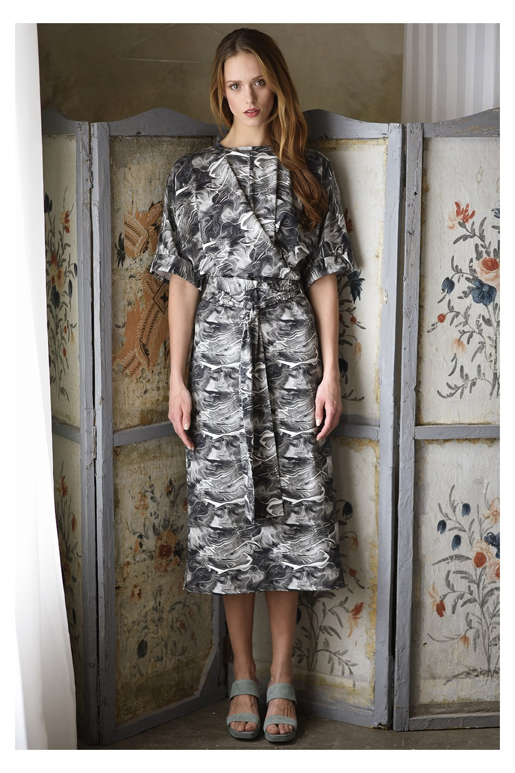 Zavinovací šaty MIK s krátkým rukávem mramor 1