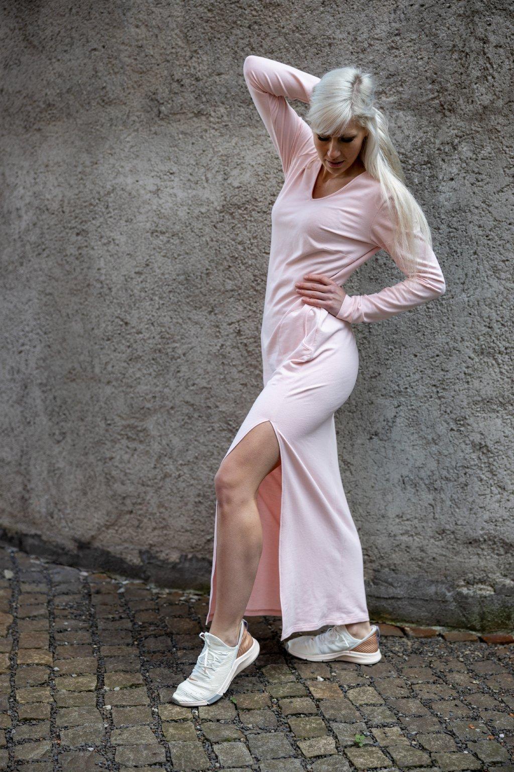 Maxi šaty pudrové 3