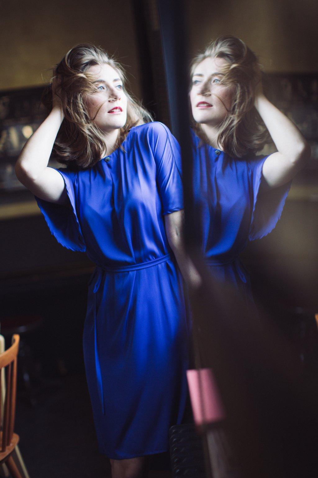 Dámské šaty z hedvábí Alchemilla tmavě modré 1