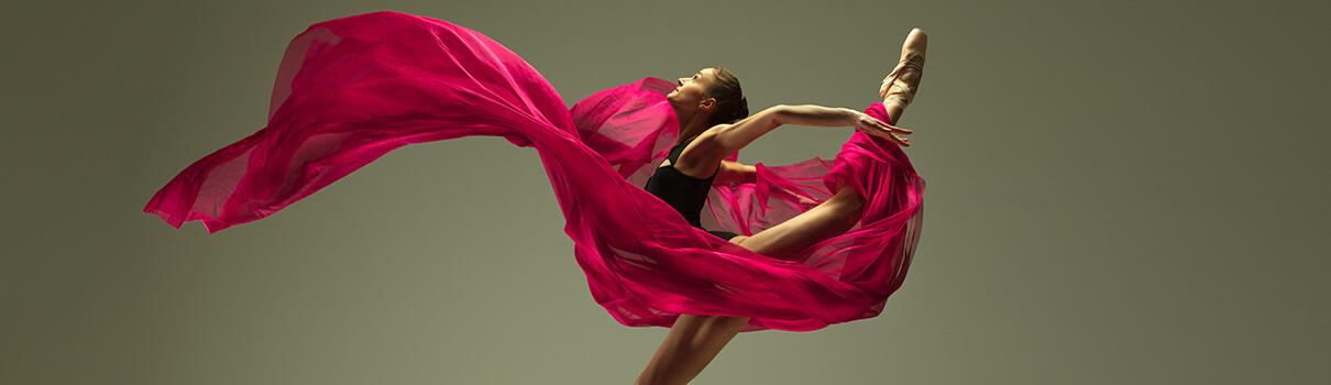 baletka s vlajícím šálem