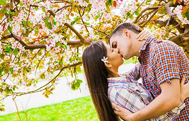 Máj, lásky čas: Ako vznikol a prečo sa oslavuje?