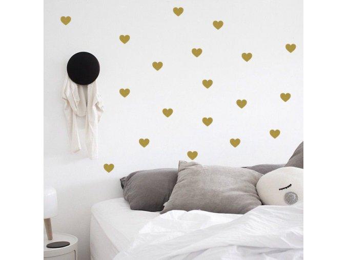 postel s polstarem a hello zlate srdicka