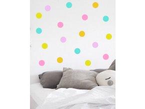 postel s confetti puntiky
