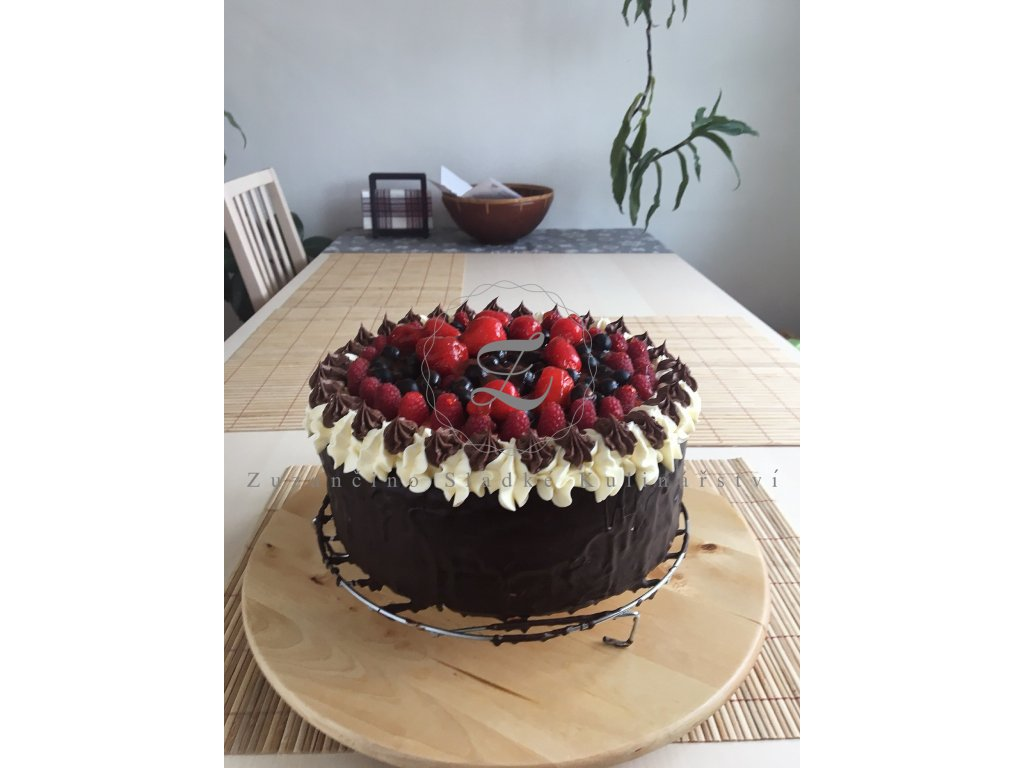 Čokoládový dort s lesním ovocem