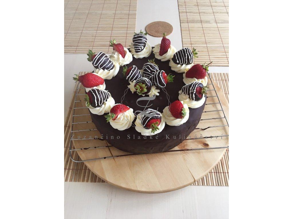 Jahodový extra čokoládový dort