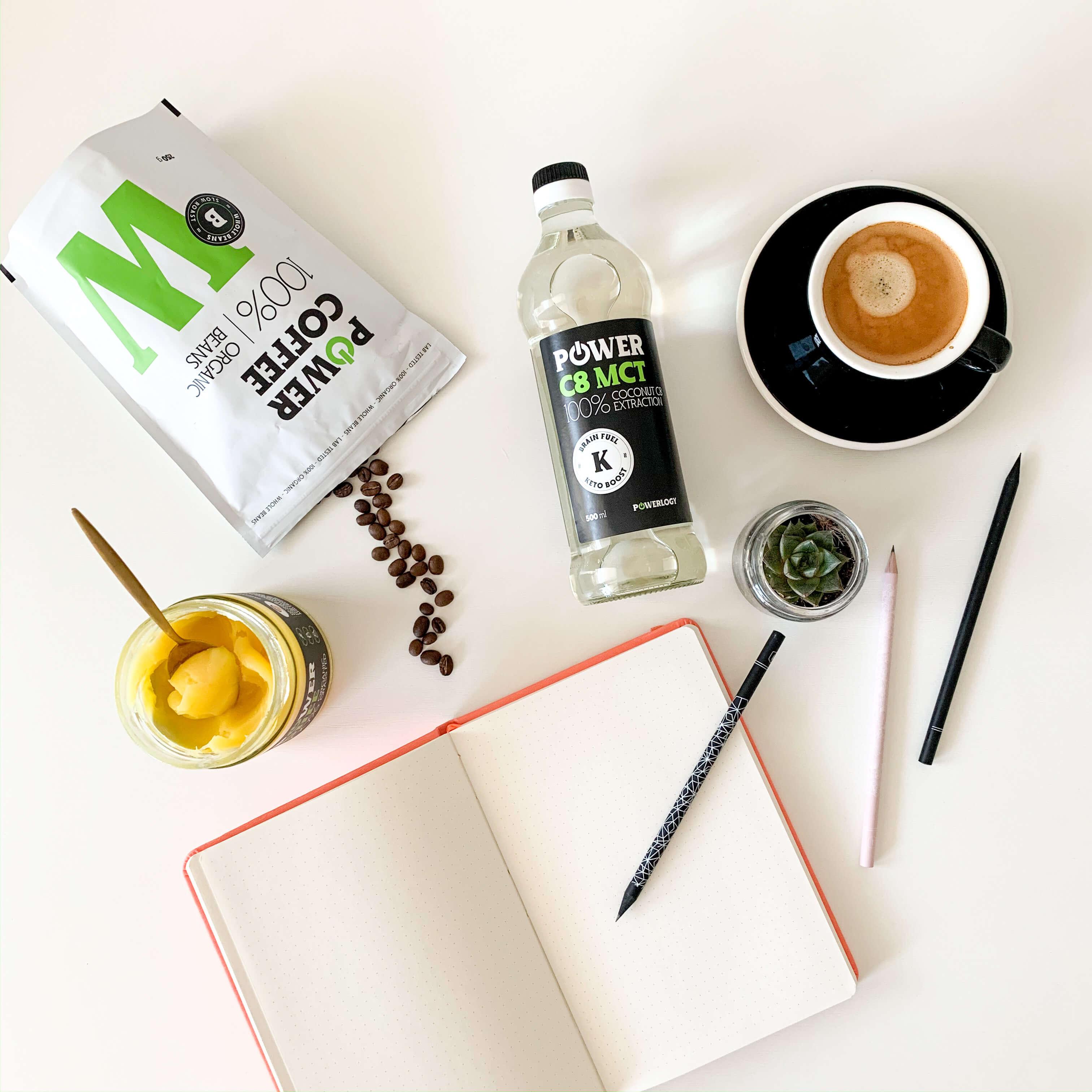 Káva s MCT olejom a ghee maslom
